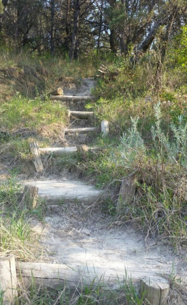As you continue, the trail moves into the main Caprock-Coulee trail, and begins to ascend up ridges. Sticking to the trail will make this easiest.