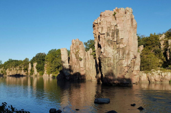 7. The towering King and Queen rocks in the Palisades State Park