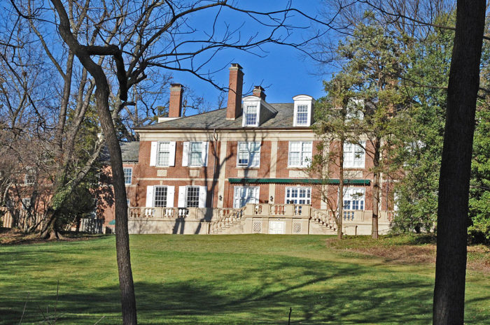 Tregaron Conservancy spans 20 acres between Cleveland Park and Woodley Park in Northwest DC. 13 acres of its land which includes gardens, meadows, ponds, trails and streams are managed by the non-profit Tregaron Conservancy and are free and open to the public.