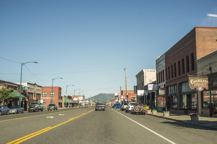 Its main street still has a historic look. It's lined with gift shops, antiques, restaurants, coffee shops and other small businesses.