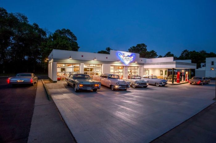 The building is inspired by the style of a 1956 Texaco station, down to the green stripes running throughout.