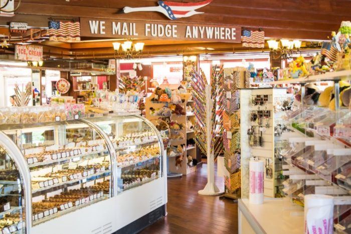 They serve fudge, gelato, and assorted candies.