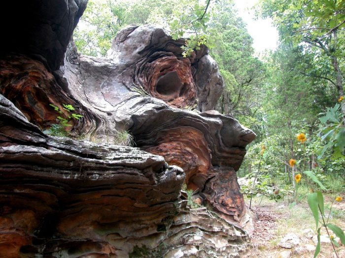 The trail has loads of incredible rock formations along it.