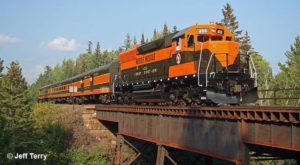 Take This Fall Foliage Train Ride Through Wisconsin For A One-Of-A-Kind Experience