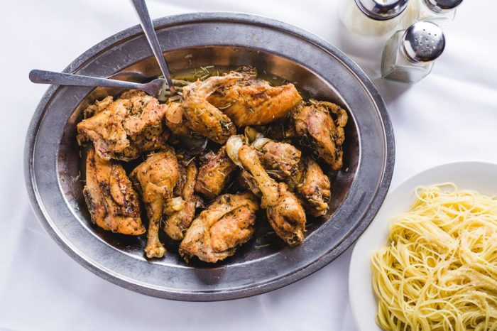 The chicken wings here are especially delicious.