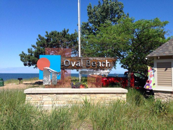 entrance-to-oval-beach