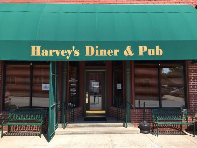 2. Harvey's Diner & Pub, Redfield
