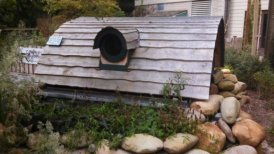 hobbit-house-in-the-children-1