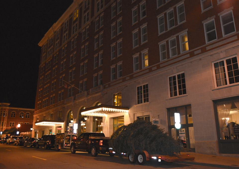 this haunted hotel in iowa is positively bone chilling. Black Bedroom Furniture Sets. Home Design Ideas
