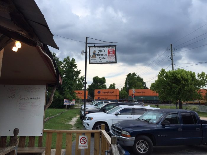 3. Mel's Country Cafe (Tomball)