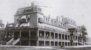 The Story Behind This Haunted Hotel In Missouri Is Truly Creepy