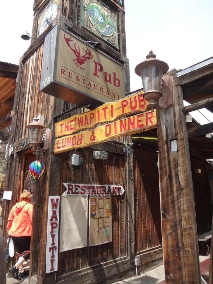 8. Wapiti Colorado Pub (Estes Park)