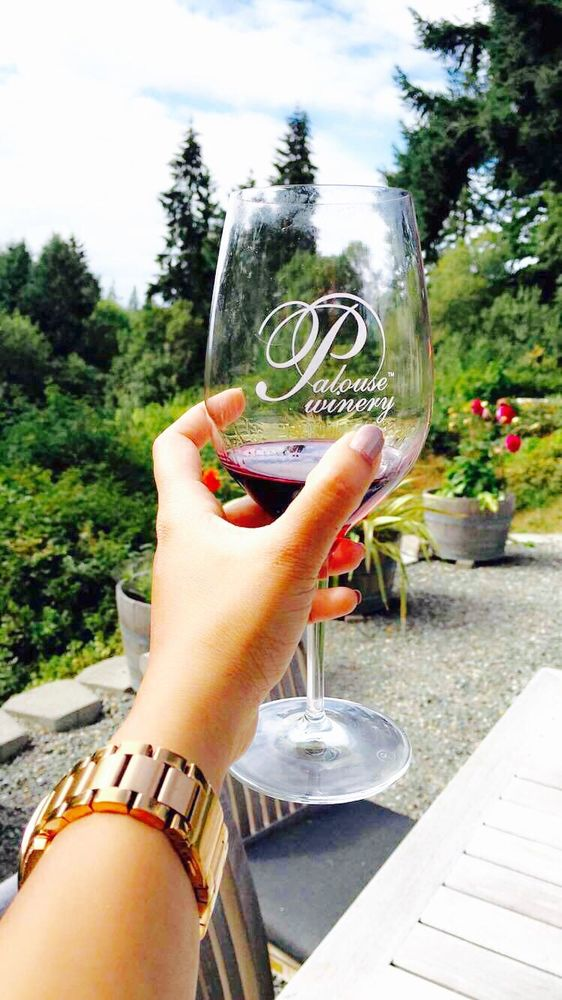 Next, you can taste some wine at the charming Palouse Winery…