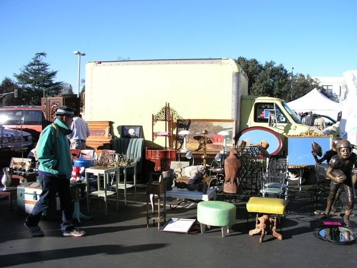 With over 400 vendors at the PCC Flea Market, you can spend an entire day browsing, shopping, and buying to your heart's content. I can't imagine a more perfect way to spend a Sunday!