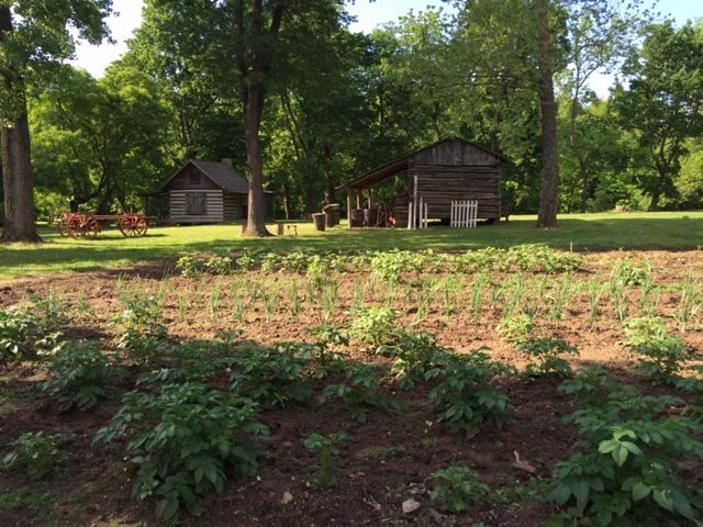 There are several small buildings on the plantation, along with the large home: The Daniel Cabin, The Smokehouse and The Springhouse.