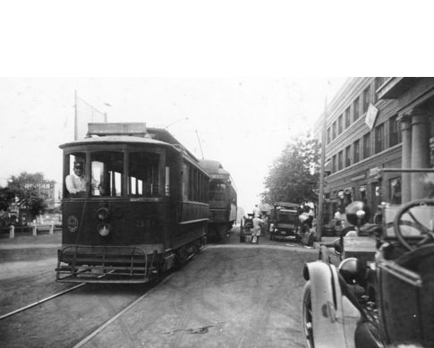 Streetcars and tracks first appeared in El Reno in the early 1900s. Pictured below is the Interurban Streetcar in 1915.