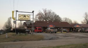 The Louisiana Restaurant In The Middle Of Nowhere That's So Worth The Journey