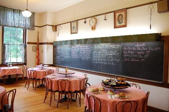 Today, it serves visitors many traditional homemade favorites such as fried chicken, meat loaf and mashed potatoes.