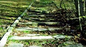 The Story Behind This Haunted Cemetery In Indiana Is Truly Creepy