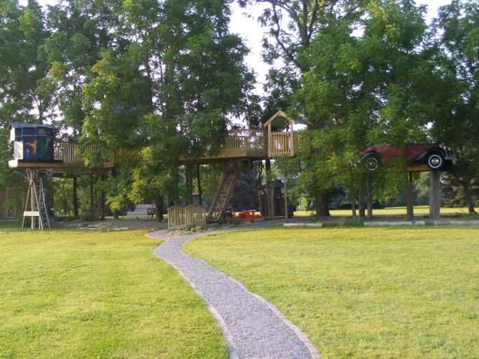 All thanks to an incredible New York resident by the name of Joe Forrero and his family, Tree Creations in Geneseo gives you the opportunity to enjoy an assortment of treehouses in one location.