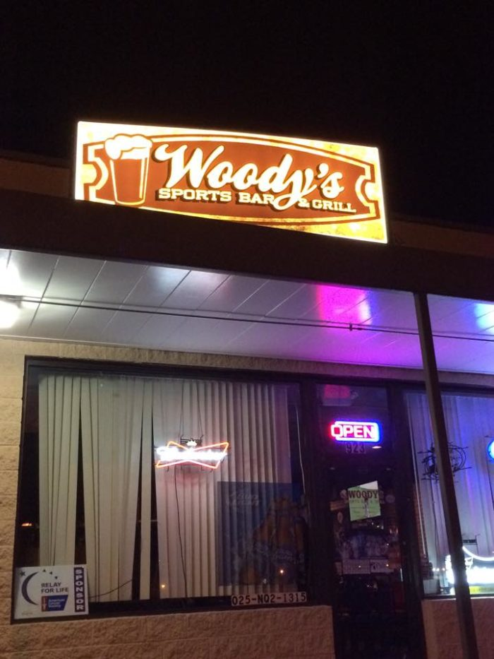6. Woody's Sports Bar and Grill