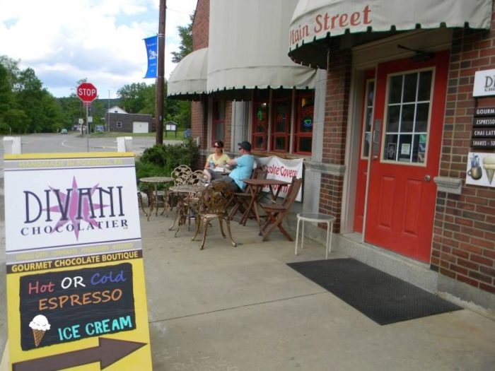 No trip to Foxburg would be complete without an ice cream or an espresso from Divani Chocolatier. Pull up a chair outside the quaint shop and watch as people stroll by.