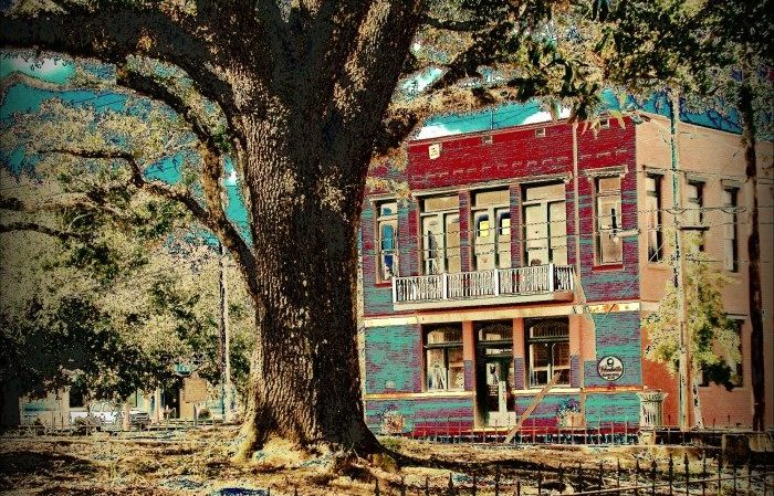 Located in Wilkinson County, Woodville is a charming town home to less than 2,000 residents. It was chartered in 1811, making it one of the oldest cities in Mississippi.