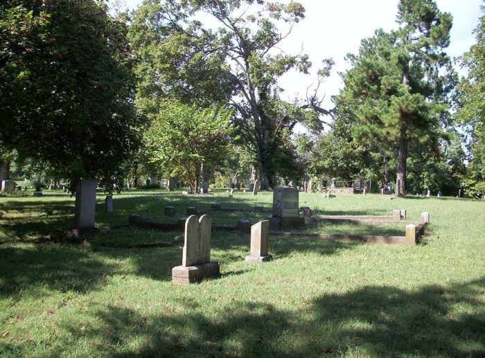 10 Haunted Cemeteries In Arkansas That Are Not For The