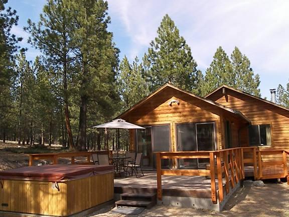1. Bear Paw Cabin, Hamilton