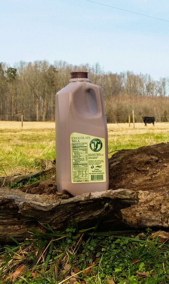 Aside from ice cream, you can also purchase milk and chocolate milk from Homeland. The chocolate milk has been called 'addictive.' Homeland also offers seasonal specialties like eggnog.