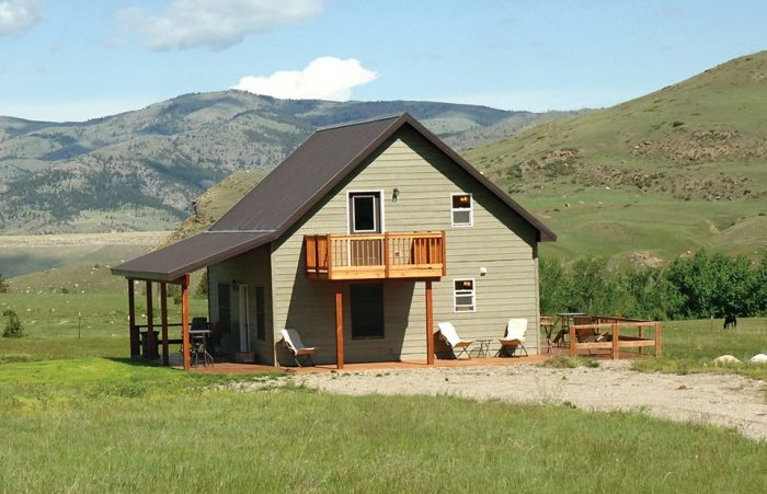 2. Coleman's Cabin Retreat, Nye