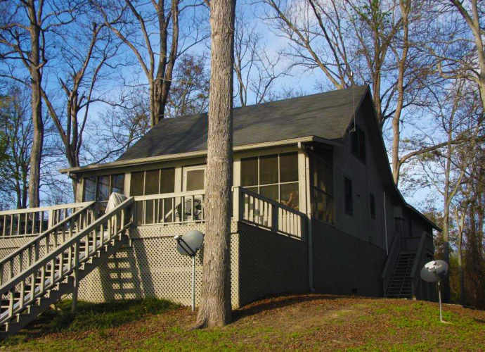 The secluded 6-bedroom lodge can accommodate up to 13 guests.