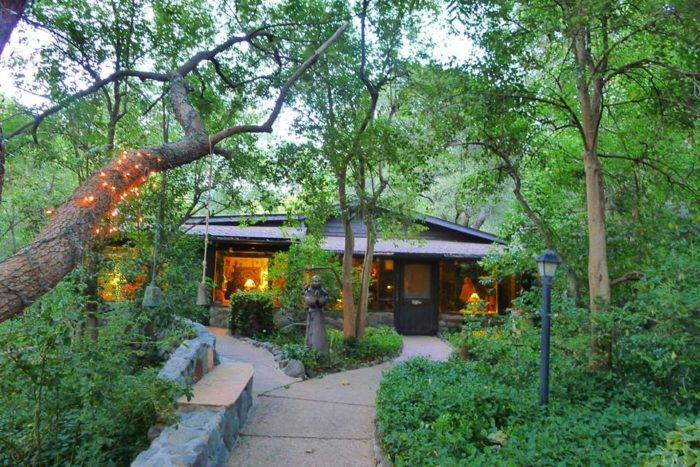 hotel canyon cabins for hotels two wren az grounds oyster com sedona the