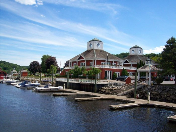 Grab a delicious meal in a waterfront town or make the most of the weekend by staying overnight in one of the many inns.
