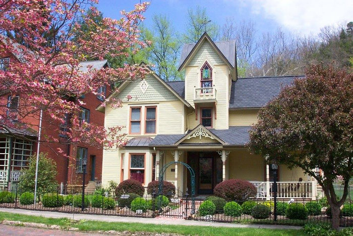 Tiny House Town Beautiful Seattle Tiny House: This Tiny Town West Virginia Town Has An Amazing Historic
