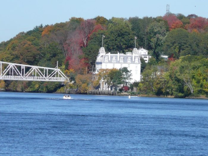 Goodspeed Opera House and the East Haddam Bridge are among those historic sights, as well as Chester/Hadlyme Ferry and the flora and fauna.