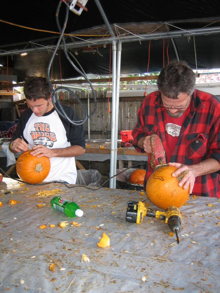 It's decorated with over 3000 pumpkins that are carved by hand.