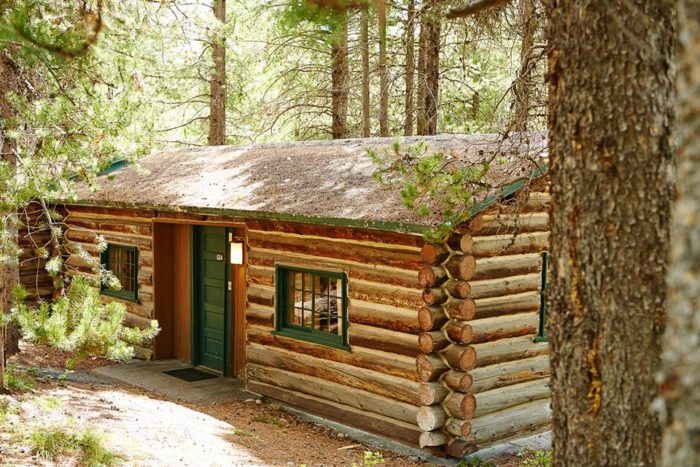 These 13 cozy cabins are the ultimate fall getaway in wyoming for Yellowstone log cabin hotel
