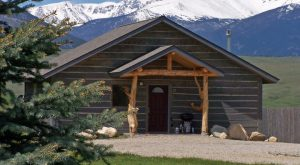 These 10 Cozy Cabins Are Everything You Need For The Ultimate Fall Getaway In Montana