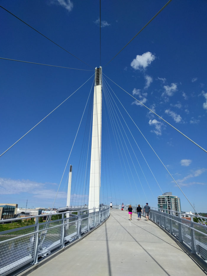 The open, airy design of the bridge lets you feel connected with the sky and your surroundings. The bridge is also open to cyclists and rollerbladers (do people still do that?), and dogs are allowed as long as they are on leashes.