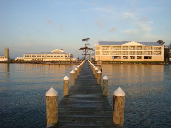 8. Island Inn & Suites