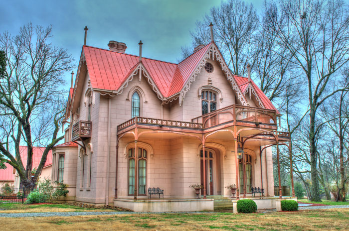In 2002, Joe and Kathy Overstreet bought Airliewood and began restoring the home to its former splendor. The total cost for the restoration/renovation was $5 million.