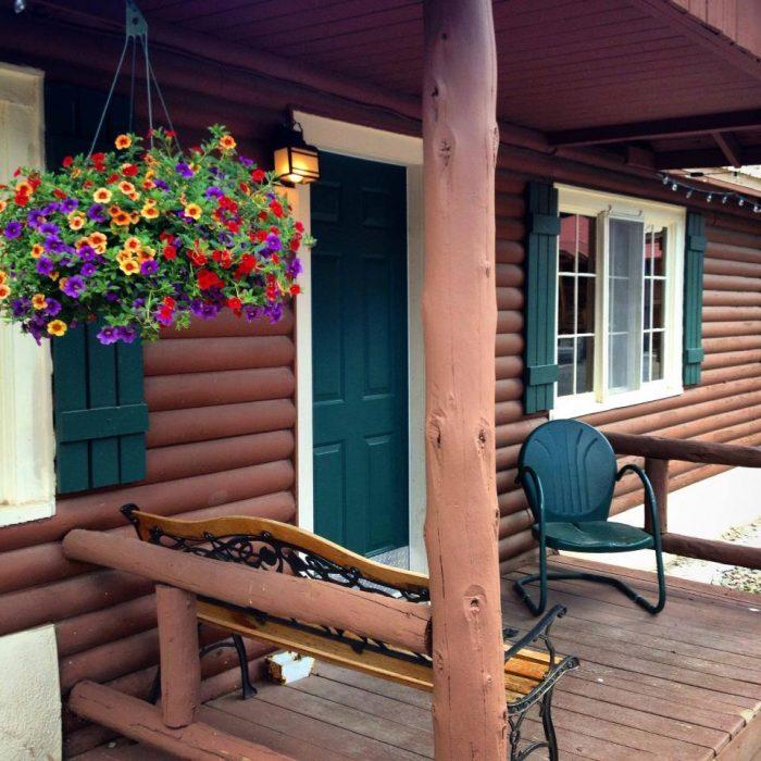 10. Three Bears Lodge, Red River