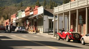 Everyone In Oregon Should Visit This Gorgeous, Historic Small Town At Least Once