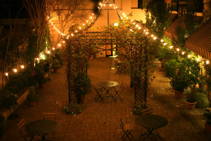 To make a weekend trip out of it, spend the night at one of Ashland's wonderful hotels or B&Bs. Here's a photo of the courtyard at the historic Ashland Springs Hotel.