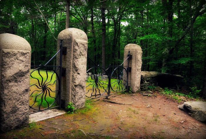 8. Spider Gates Cemetery, Leicester