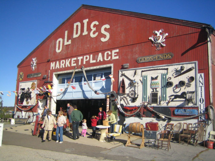 If you're in the mood for all things vintage, retro and antique, Oldie's Marketplace is the place to go. Just steps from the town center, this massive barn is jam-packed with curios and treasures.