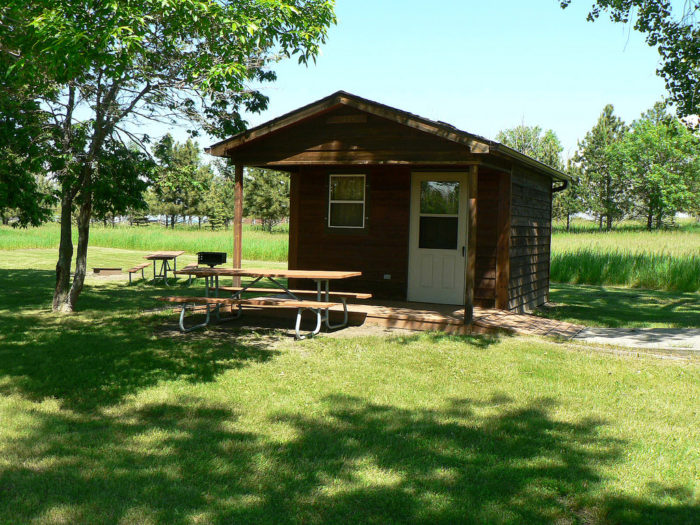 A weekend getaway here is easy. There are plenty of quaint cabins, large resorts, or you can even pitch a tent at the many campgrounds along its banks.