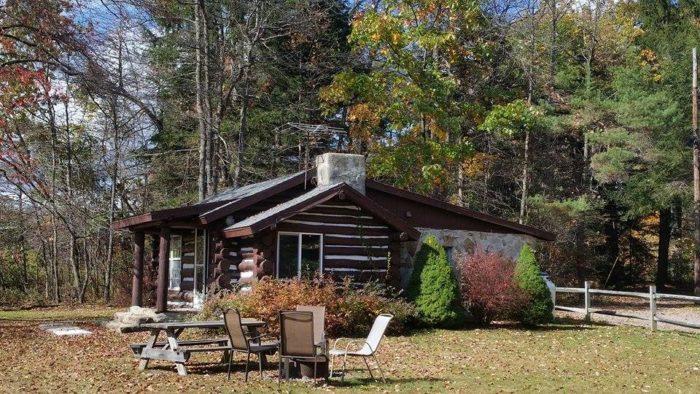 7.  Leber's Log Cabins – Markleysburg