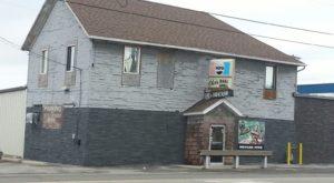 12 Unassuming Restaurants To Add To Your Ohio Dining Bucket List